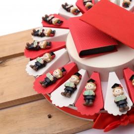 Torta Bomboniere Laurea con Dottore Laureato con Confetti in Offerta.