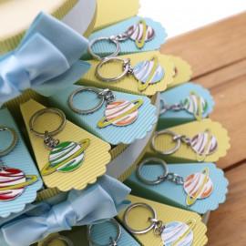 Pianeti Colorati Mix Portachiavi Torta Bomboniere Gadget Compleanno su Astuccio portaconfetti.