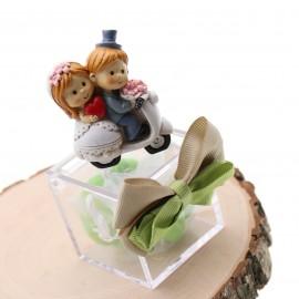 Bomboniere Promessa di Matrimonio Confezionati Statuina Sposini In Vespa