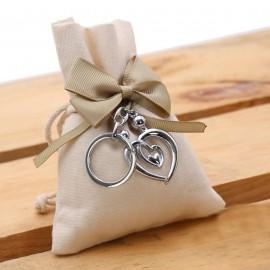 Bomboniera Matrimonio Portachiave Coppia Sposi in cuore in acciaio con Sacchetto