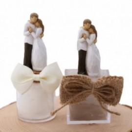 Abbraccio Romantico tra Innamorati Moderni Bomboniere Confezionate Statuina