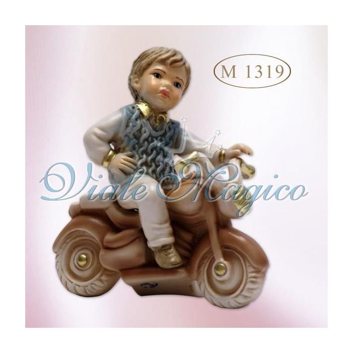 Bomboniera Bimbo su Vespa seduto in Porcellana di Capodimonte