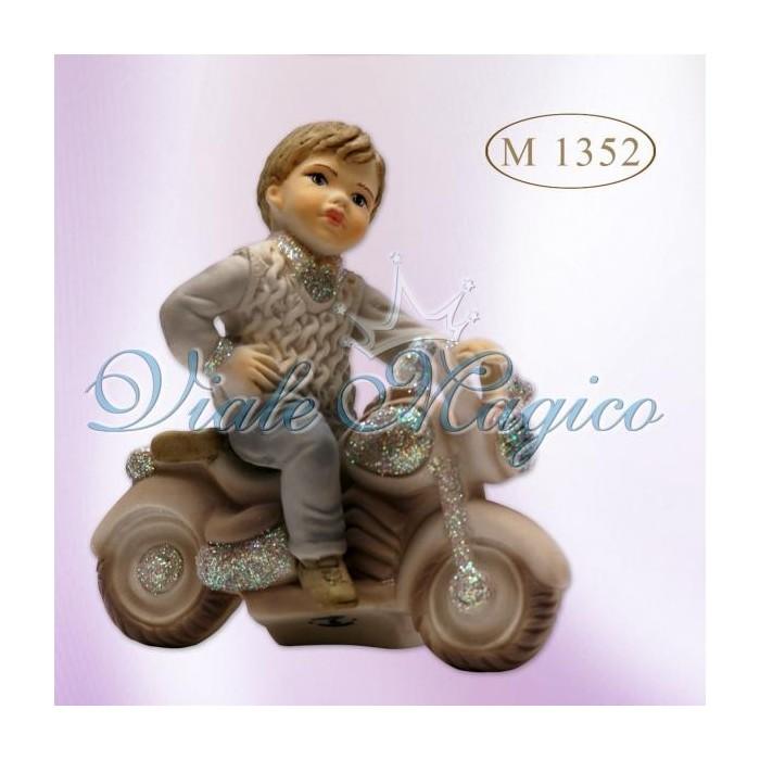 Bomboniera Bimbo seduto su Vespa con Maglione in Colori Glitter