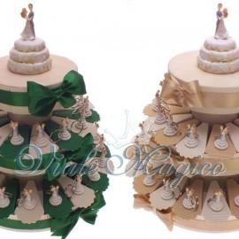 Torta Confetti da 35 Pezzi con Portachiavi Sposi Su Torta