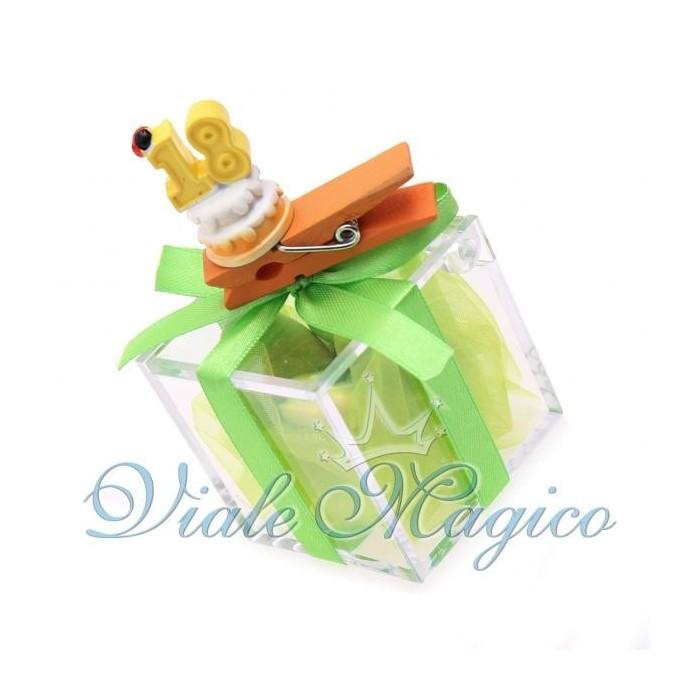 Bomboniere Compleanno Plexiglass Verde con Mollettina Torta 18 Anni Offerte