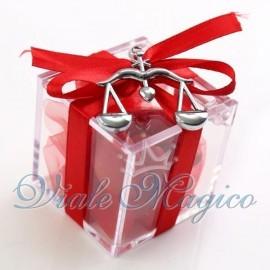 Bomboniere Laurea Giurisprudenza Plexiglass Rosso con Bilancia Confettata