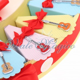 Ingrosso Bomboniere Torta Bomboniere Musicali Ciondoli Chitarre Colorate Compleanno
