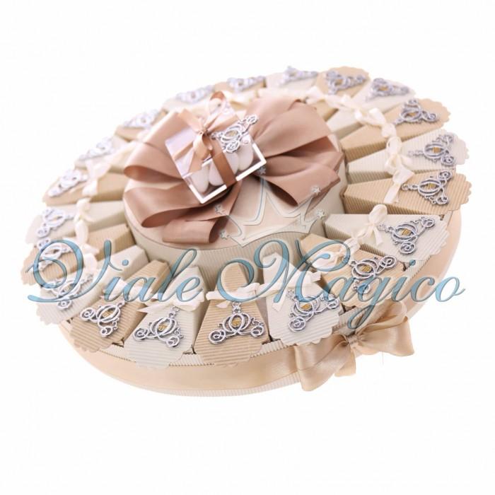 Torta Bomboniere Ciondolo Carrozza Sposi Matrimonio con Confetti
